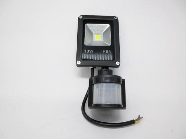 AC90V〜240V用 10W モーションセンサー付き 防水LEDライト ※Warm Whiteの写真です。