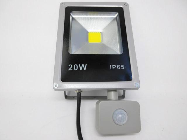 AC90V〜240V用 20W モーションセンサー付き 防水LEDライト ※Warm Whiteの写真です。
