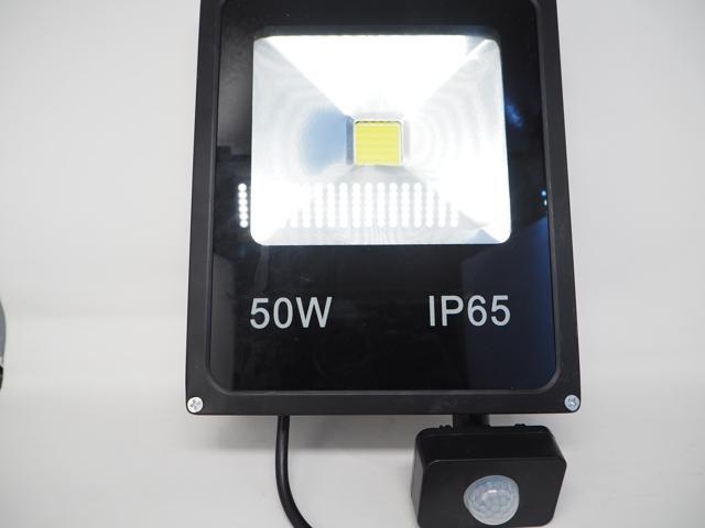 AC85〜265V用 50W モーションセンサー付 防水LEDライト ※Warm Whiteの写真です。