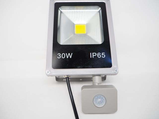 AC85〜265V用 30W モーションセンサー付 防水LEDライト ※Warm Whiteの写真です。