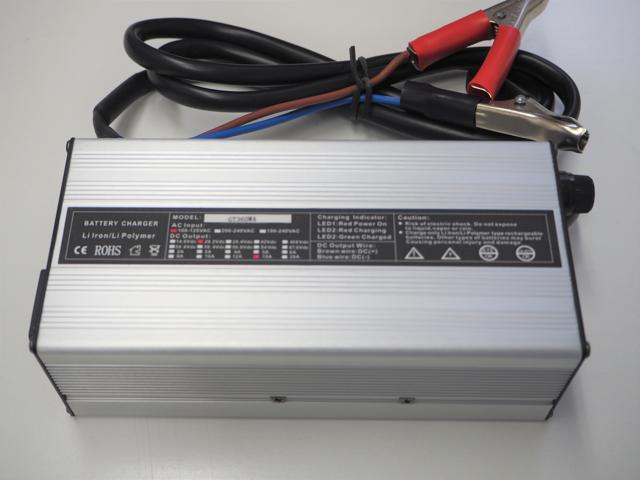 リン酸鉄リチウムイオン(Lifepo4)バッテリー充電器 GT360WA 15A (29.2V) ※バッテリークリップ付きの写真です。