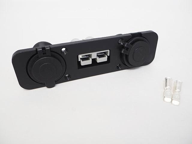 12V/24V用 パワーコネクタ付きキャンピングカー/ボート/トラック USB充電器ソケットパネルの写真です。