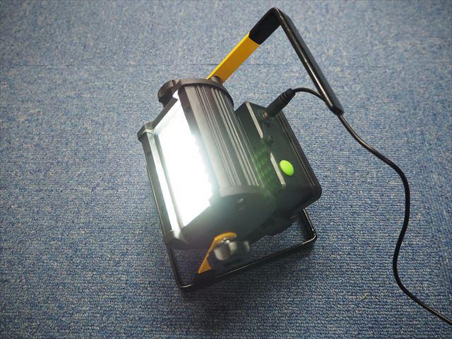 DC12V用 50W ポータブルスポットLEDライト 2400LM ※18650充電機能、ACアダプター付 商品写真